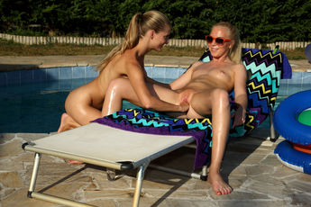 Angie Koks And Cayenne In Fisting Friend - Picture 13