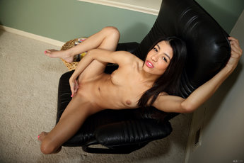 Veronica Rodriguez Fucks Her Tight Teen Pussy With Vegetables - Picture 11